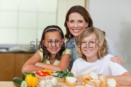 Animado família cozinha almoço juntos Foto stock © wavebreak_media