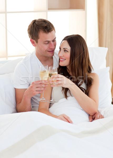 Intiem paar drinken champagne bed home Stockfoto © wavebreak_media