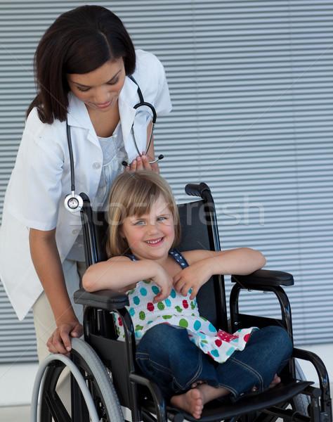 Kobiet lekarza popychanie wózek szpitala biuro Zdjęcia stock © wavebreak_media