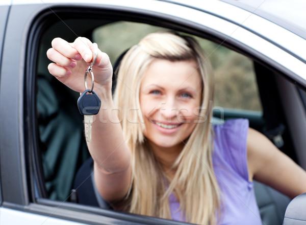 Lelkes fiatal sofőr tart kulcs új autó Stock fotó © wavebreak_media