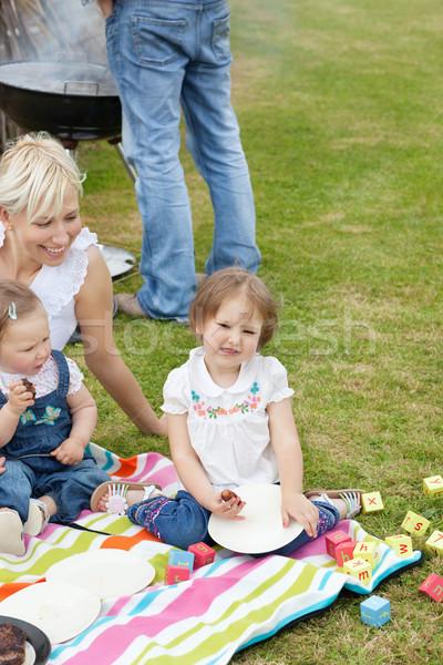 Caucasiano família piquenique juntos parque menina Foto stock © wavebreak_media