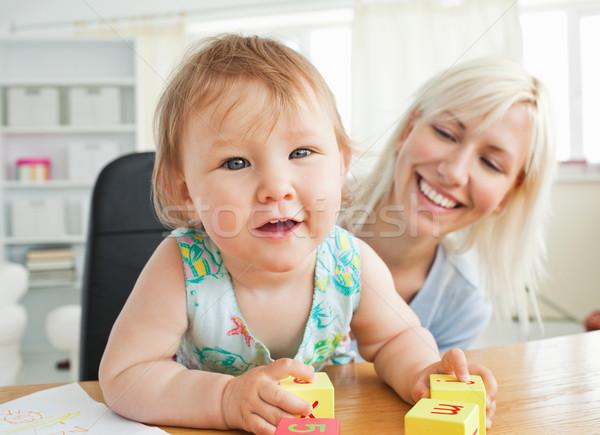 örvend anya játszik lánygyermek nappali lány Stock fotó © wavebreak_media