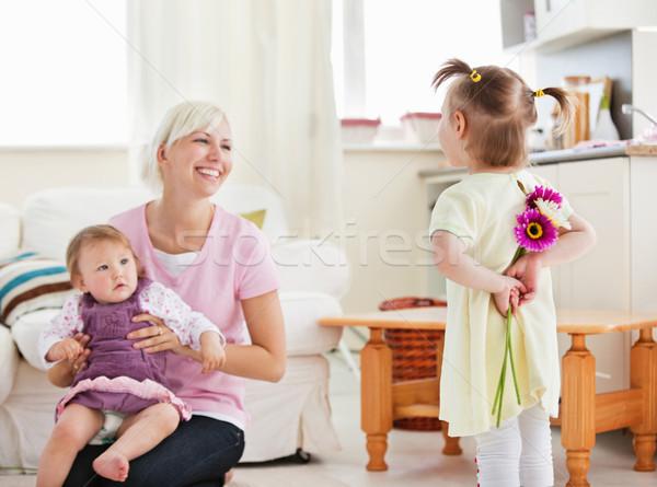 Elragadtatott anya meglepetés nappali virágok mosoly Stock fotó © wavebreak_media