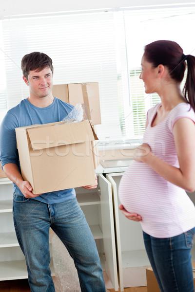 Foto d'archivio: Sorridere · uomo · cartone · guardando · incinta · moglie
