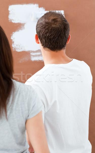 Vue arrière homme peinture mur blanche petite amie Photo stock © wavebreak_media