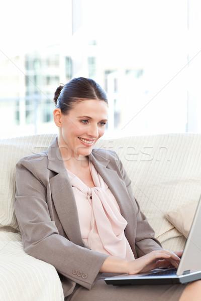 деловая женщина рабочих ноутбука домой бизнеса улыбка Сток-фото © wavebreak_media
