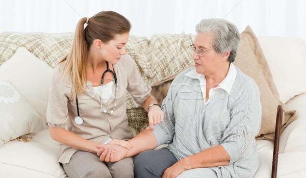 красивой медсестры импульс пациент домой Сток-фото © wavebreak_media