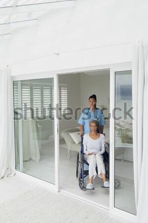 Verpleegkundige voortvarend kind rolstoel moeder ziekenhuis Stockfoto © wavebreak_media