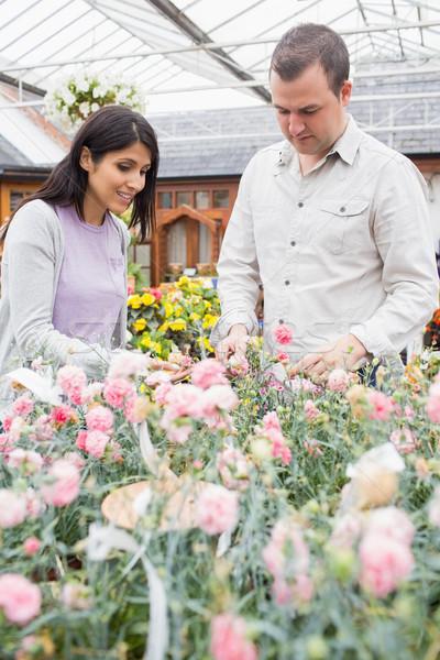 Pár választ virágok kert központ mosoly Stock fotó © wavebreak_media