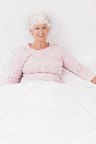 улыбающаяся женщина сидят кровать улыбаясь старуху дома Сток-фото © wavebreak_media