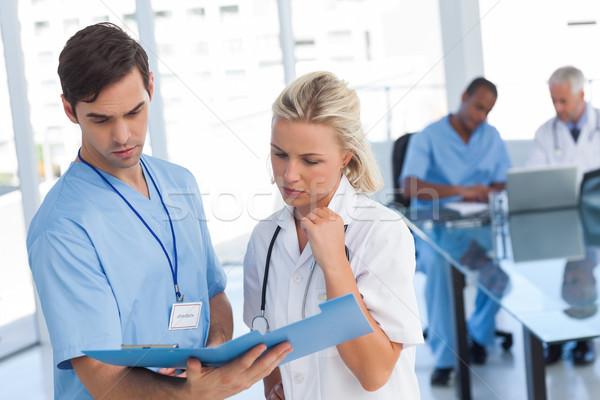 Twee artsen onderzoeken bestand medische team Stockfoto © wavebreak_media