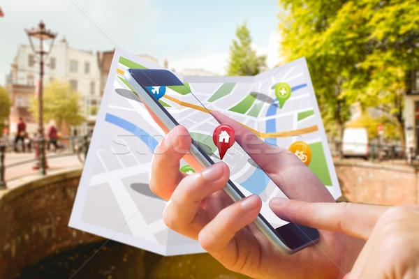 Immagine uomo mappa app telefono Foto d'archivio © wavebreak_media