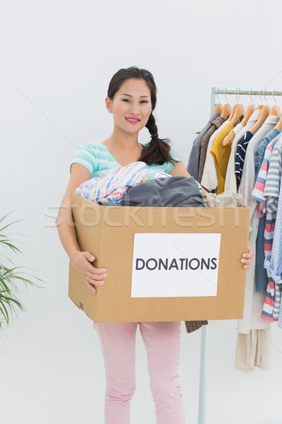 Fiatal nő ruházat adomány portré iroda boldog Stock fotó © wavebreak_media