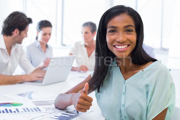 Atractivo mujer de negocios pulgar aprobación sonriendo cámara Foto stock © wavebreak_media
