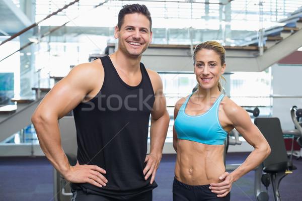 Bodybuilding uomo donna sorridente fotocamera palestra donna Foto d'archivio © wavebreak_media