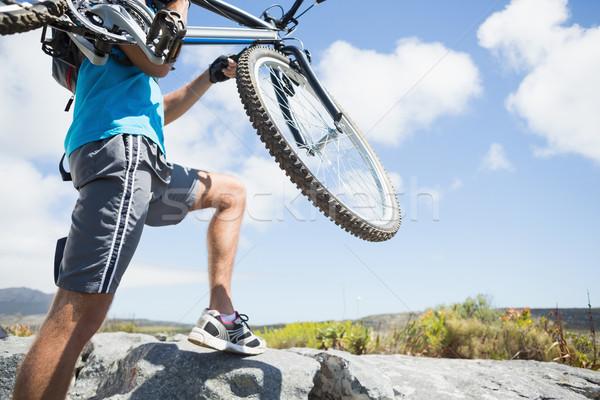 Montare uomo piedi up terreno Foto d'archivio © wavebreak_media