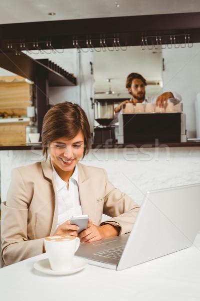 Destul de femeie de afaceri lucru rupe cafenea afaceri Imagine de stoc © wavebreak_media