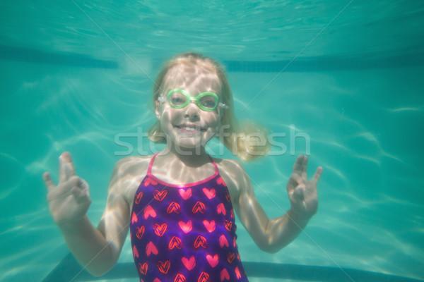 Cute Kid posant subaquatique piscine loisirs Photo stock © wavebreak_media