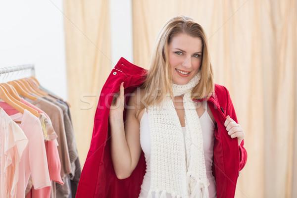 Sorridere giovani donna bionda giacca store felice Foto d'archivio © wavebreak_media