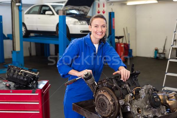 Mechaniker arbeiten Motor Reparatur Garage glücklich Stock foto © wavebreak_media
