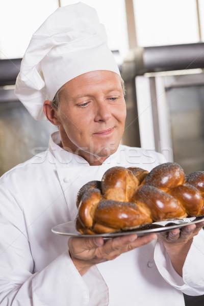 Bakker tonen vers gebakken brood keuken Stockfoto © wavebreak_media