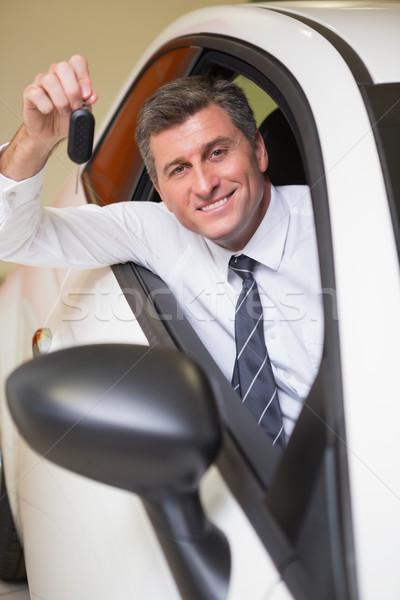 Mosolyog férfi tart slusszkulcs ül autó Stock fotó © wavebreak_media