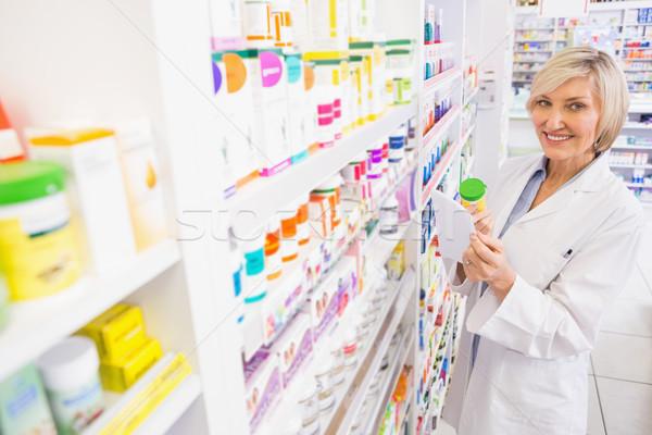Uśmiechnięty farmaceuta apteki kobieta Zdjęcia stock © wavebreak_media
