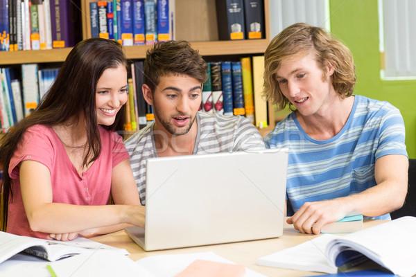 Zdjęcia stock: Kolegium · studentów · za · pomocą · laptopa · biblioteki · grupy · komputera