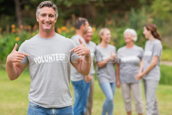 Feliz voluntario camiseta Foto stock © wavebreak_media