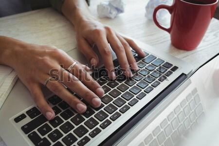 Handen vrouwelijke foto editor werken laptop Stockfoto © wavebreak_media
