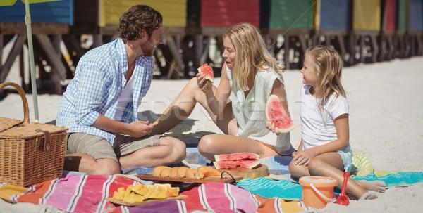 Boldog család eszik görögdinnye pléd tengerpart ül Stock fotó © wavebreak_media