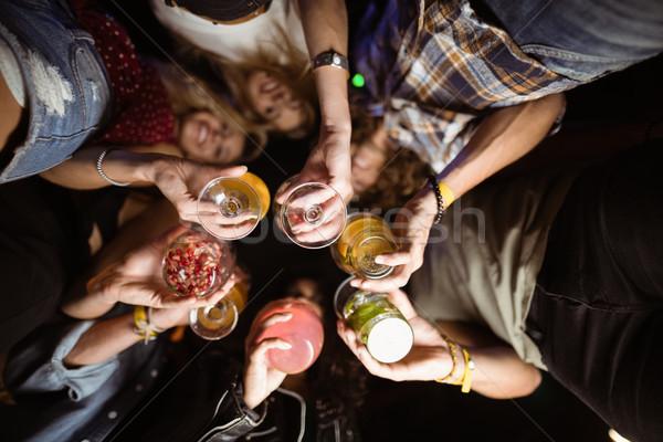 Közvetlenül alatt lövés barátok tart italok Stock fotó © wavebreak_media
