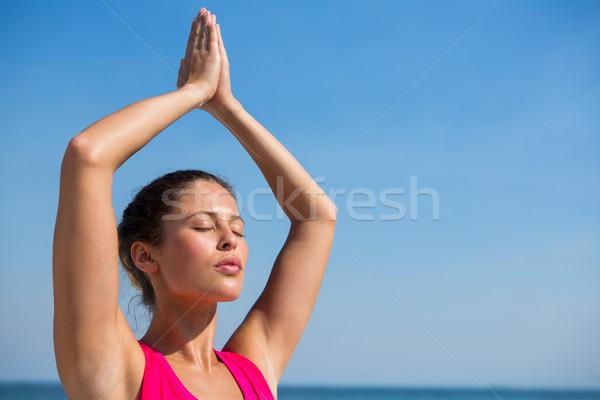 Mulher jovem céu claro praia mulher Foto stock © wavebreak_media