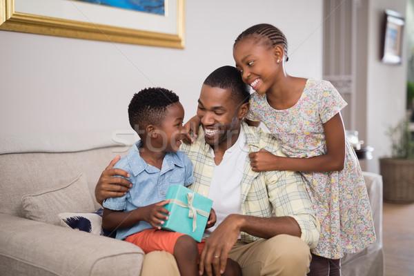 отец детей шкатулке диван домой Сток-фото © wavebreak_media