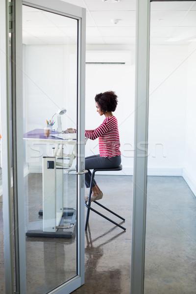женщины исполнительного рабочих ноутбука служба интернет Сток-фото © wavebreak_media