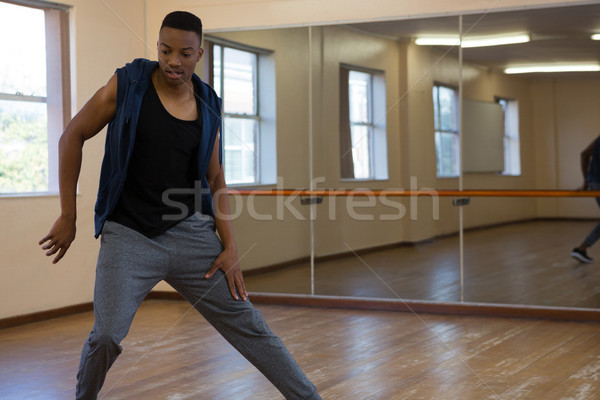 Jovem dançarina estúdio masculino piso de madeira Foto stock © wavebreak_media