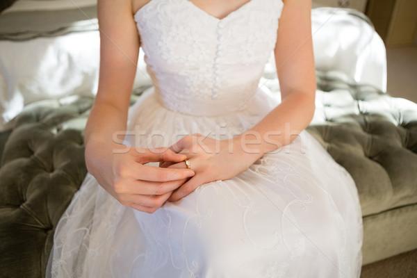 Menyasszony jegygyűrű ül ágy otthon nő Stock fotó © wavebreak_media