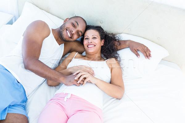 Portret szczęśliwy ciąży żona mąż bed Zdjęcia stock © wavebreak_media