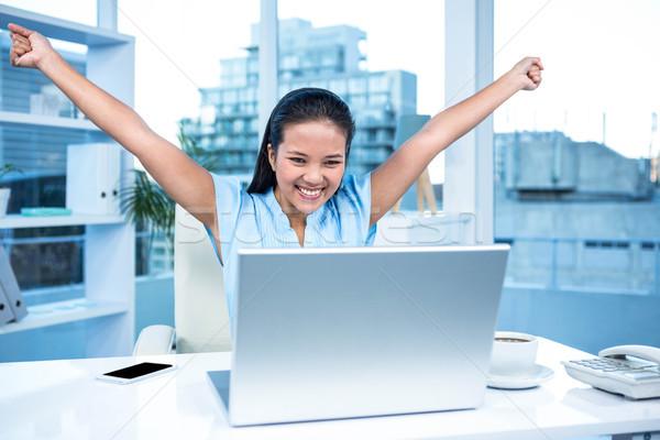 ünnepel nő karok a magasban asztal számítógép telefon Stock fotó © wavebreak_media