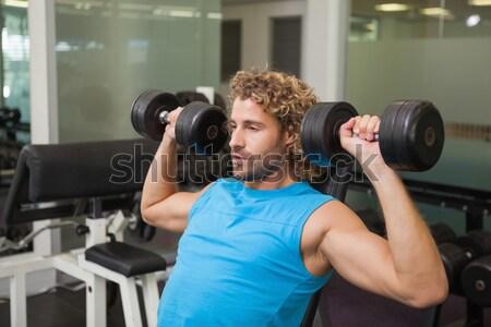 мышечный человека скамейке гантели crossfit Сток-фото © wavebreak_media