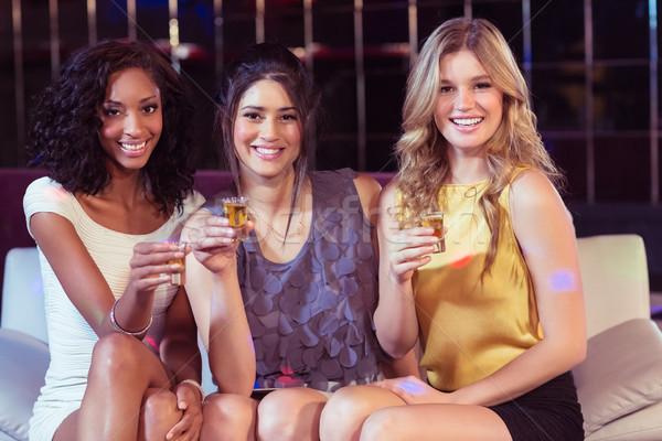 Ziemlich Mädchen Frau glücklich Glas Veröffentlichung Stock foto © wavebreak_media