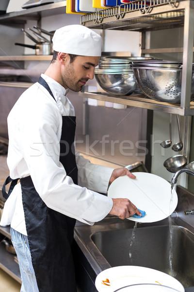 Knap werknemer gerechten commerciële keuken man Stockfoto © wavebreak_media