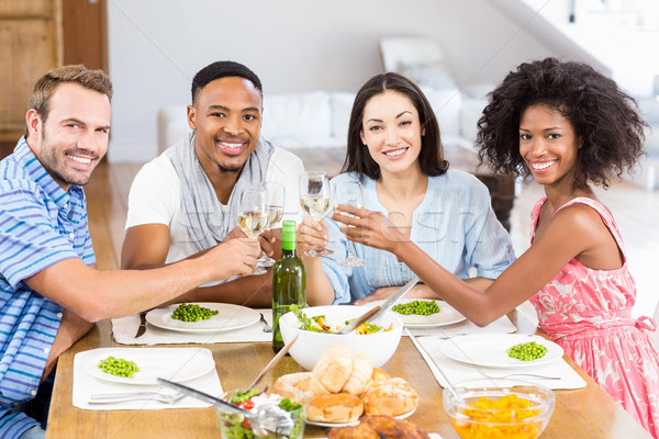 Vrienden wijnglazen maaltijd eettafel vrouw Stockfoto © wavebreak_media