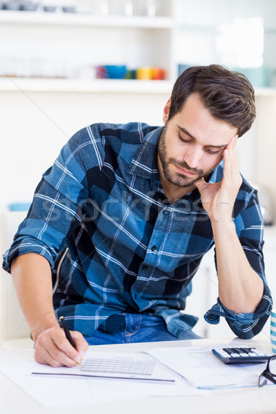 Homem notas casa escrita triste financiar Foto stock © wavebreak_media