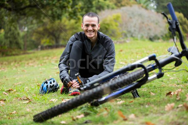 мужчины велосипедист расслабляющая парка горных велосипедов портрет Сток-фото © wavebreak_media