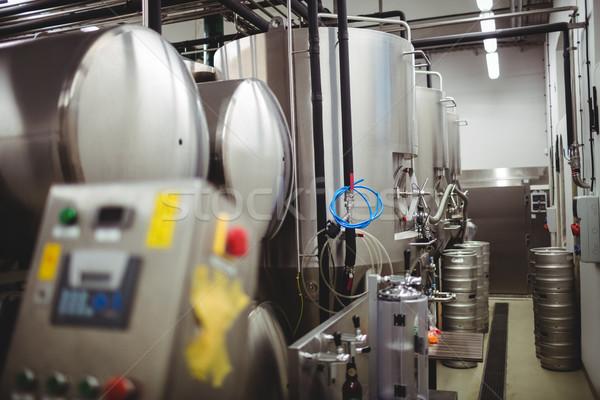 Maquinaria cervecería iluminado fábrica contenedor conexión Foto stock © wavebreak_media
