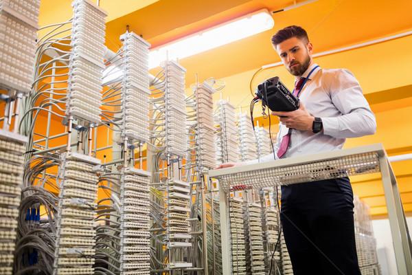 Technikus digitális kábel szerver szoba hálózat Stock fotó © wavebreak_media