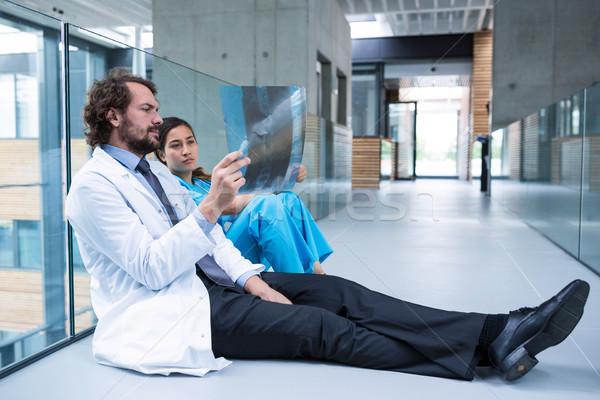 врач медсестры сидят полу Сток-фото © wavebreak_media