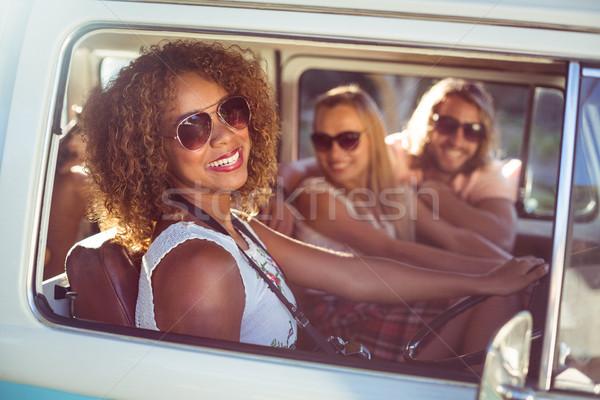 Feliz mulher condução amigos verão Foto stock © wavebreak_media
