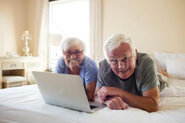 Zdjęcia stock: Portret · starszy · para · za · pomocą · laptopa · sypialni · domu · kobieta